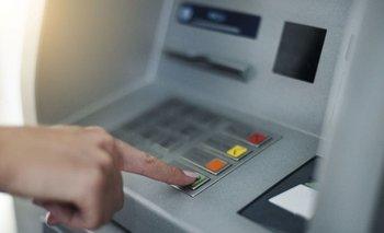 Cajeros automáticos: cambios y polémicas para un servicio esencial | Bancos