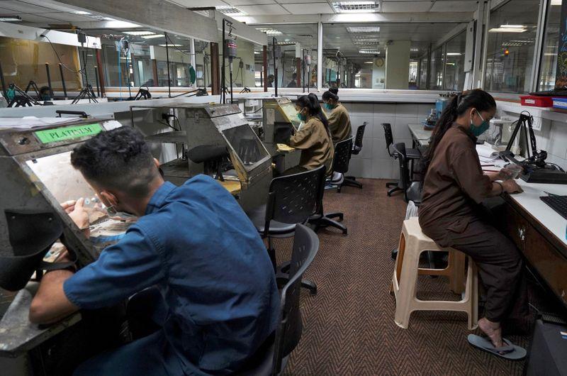 Mujeres pasarán años excluidas del mercado laboral por la pandemia   Coronavirus