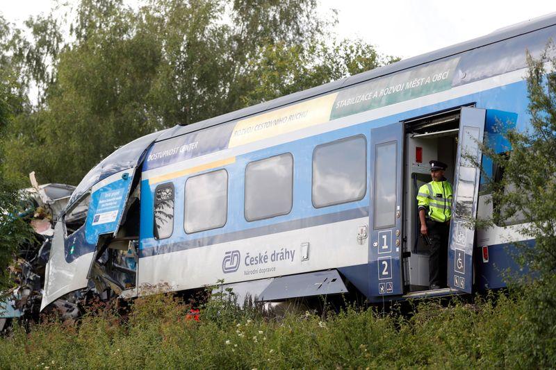 Escalofriante choque de trenes deja muertos y heridos en República Checa   Accidente