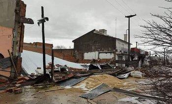 Un tremendo temporal azotó Saladillo y 9 de Julio: se volaron techos   Temporal