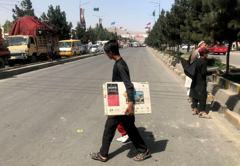 El calvario de los estudiantes afganos con la vuelta de los talibanes   Afganistán