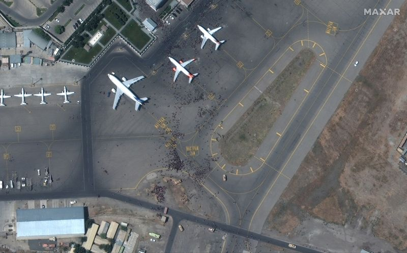 Encuentran restos humanos en tren de aterrizaje de avión procedente de Kabul   Afganistán