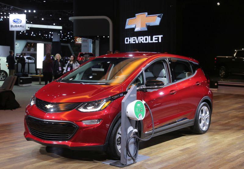 GM revisa sus autos eléctricos Bolt y paraliza las ventas del modelo | Autos