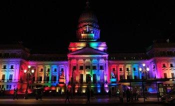 El Congreso se iluminó con los colores del movimiento LGBTQ+ | Lgbt
