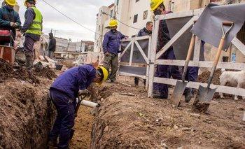 Galmarini supervisó los avances en la red de agua potable del Barrio Mercado | Aysa