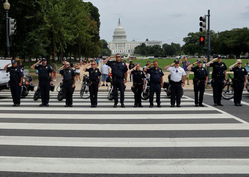 Siete policías del Capitolio de EEUU demandan a Trump, dicen que incitó el ataque   Eeuu