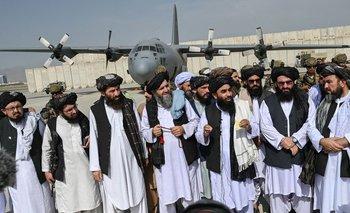A los tiros: talibanes celebran la retirada estadounidense de Afganistán | Crisis en afganistán