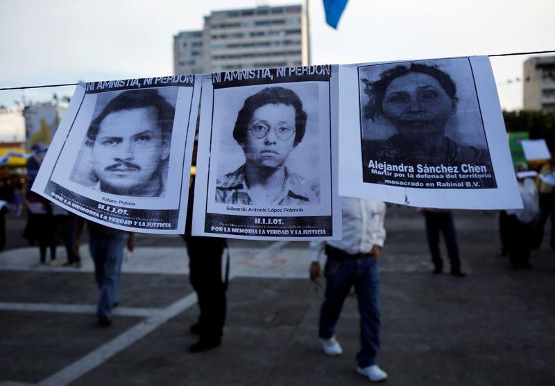 Ordenan juicio contra dos generales por masacres de indígenas en Guatemala | Guatemala