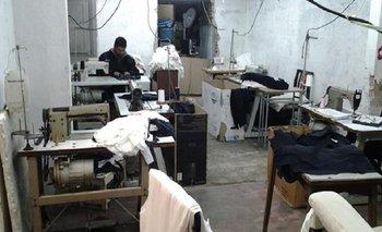 AFIP clausuró taller clandestino que confeccionaba ropa para Vitamina y Ayres | Afip
