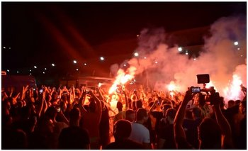 Como un rockstar: así recibieron a un ex Boca en Grecia   Fútbol