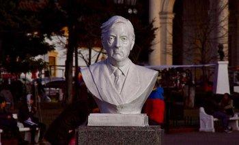 Morón: La Justicia dejó sin efecto la ordenanza de sacar el busto de Néstor Kirchner | Morón