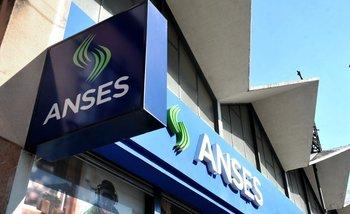 Denunciaron al titular de ANSES por las millonarias pérdidas del fondo de los jubilados | Anses
