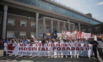 Amenazaron a médica del Hospital Posadas por colocar un cartel con nombres de trabajadores despedidos | Hospital posadas
