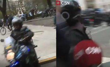 Represión en la 9 de Julio: la Policía casi atropella a un periodista de C5N | Emergencia alimentaria
