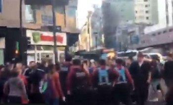 En Caballito, vecinos defendieron a un vendedor de paltas que la policía se quiso llevar detenido | Ciudad