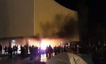 Incendio en la Legislatura de Chubut tras la muerte de dos docentes | Crisis económica