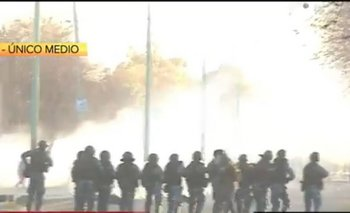 Tensión en Ensenada: enfrentamientos entre una fracción de la UOCRA y la Policía  | Uocra