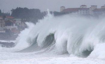 Alertas por un devastador tifón que puede sacudir China y Japón | Catástrofes naturales