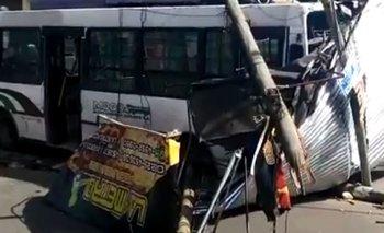 Dos jóvenes borrachos se robaron un colectivo de línea y lo chocaron | Policiales