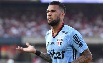Boca: rompieron la burbuja para darle una camiseta a Dani Alves | Fútbol