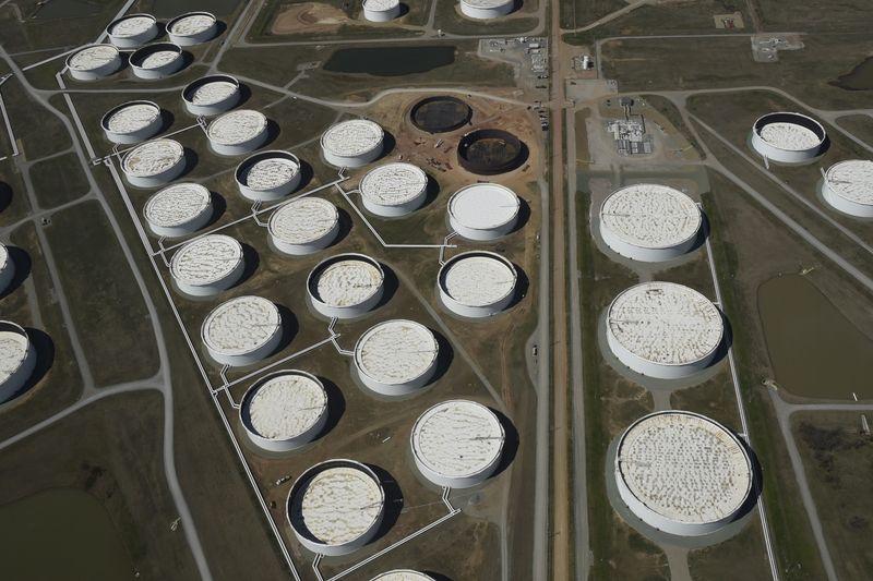 Reservas de crudo caen con fuerza en última semana   Mercados