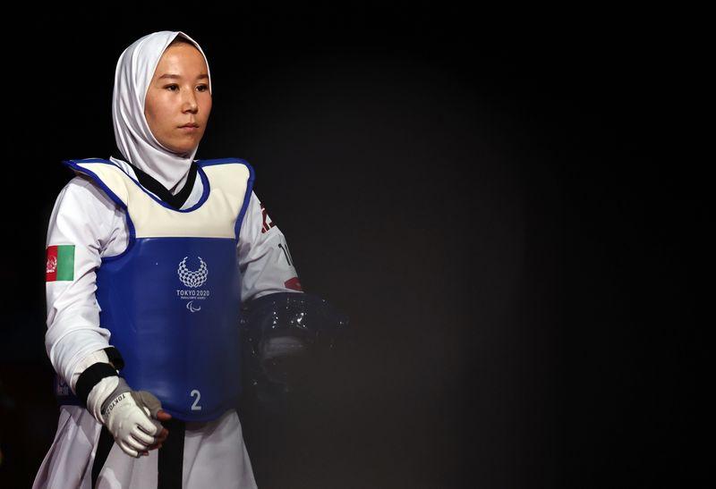 Taekwondista paralímpica afgana debuta en los Juegos tras evacuación secreta desde Kabul   Afganistán