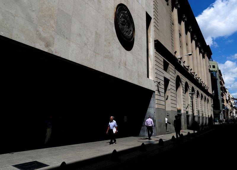 Bolsa sube con selectividad, en plaza con pocos negocios por feriado EEUU | Mercados