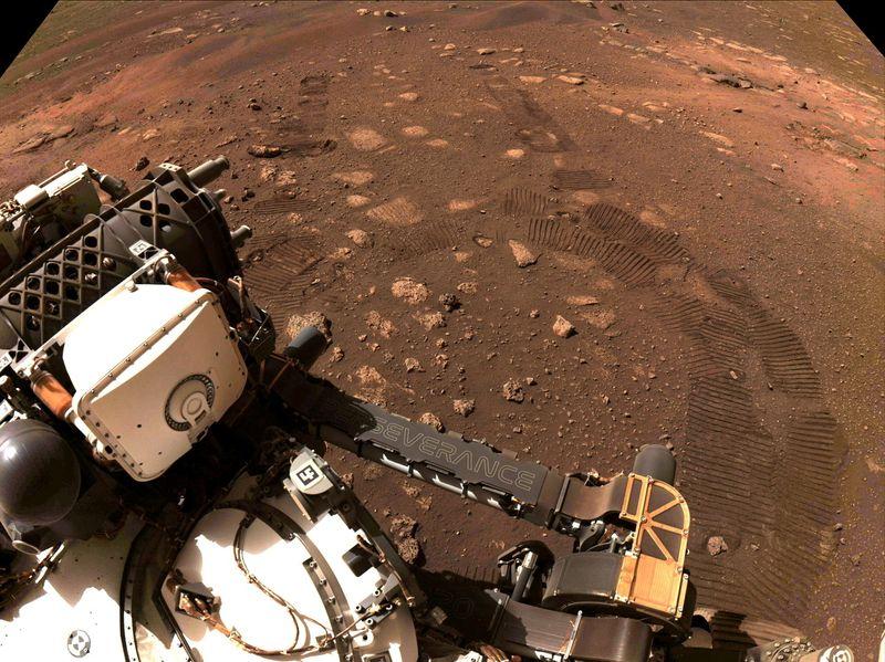 El robot Perseverance de la NASA recoge la primera muestra de roca marciana | Espacio exterior