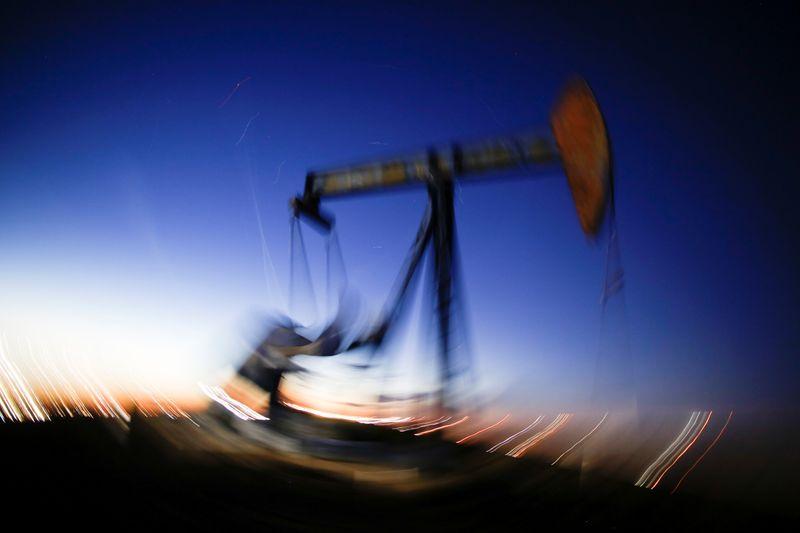 Crudo sube por lento retorno de oferta EEUU tras huracán Ida    Petróleo