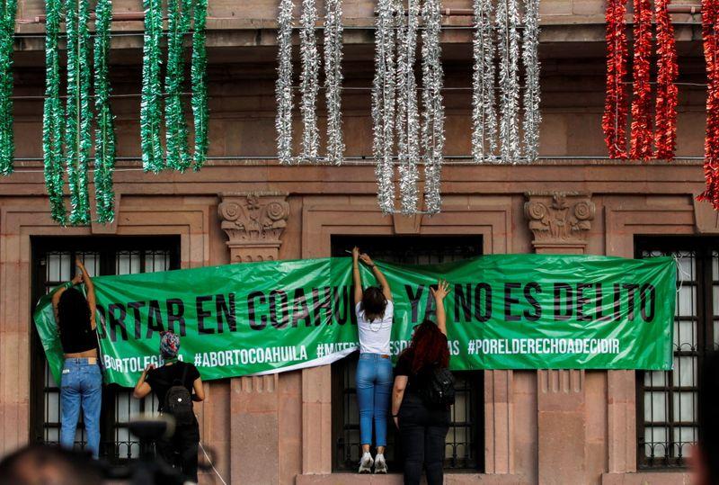 Mujeres criminalizadas por prohibición aborto en México celebran fallo | Aborto