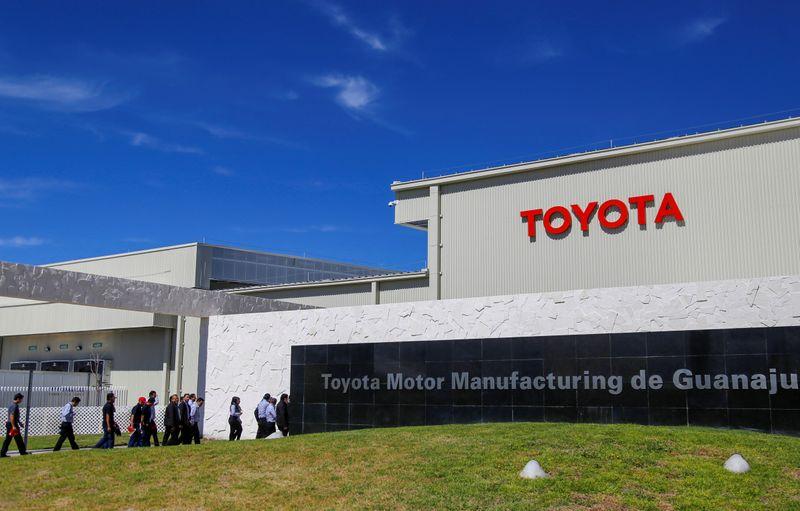 Toyota reduce su objetivo de producción por la escasez de piezas y chips   Producción