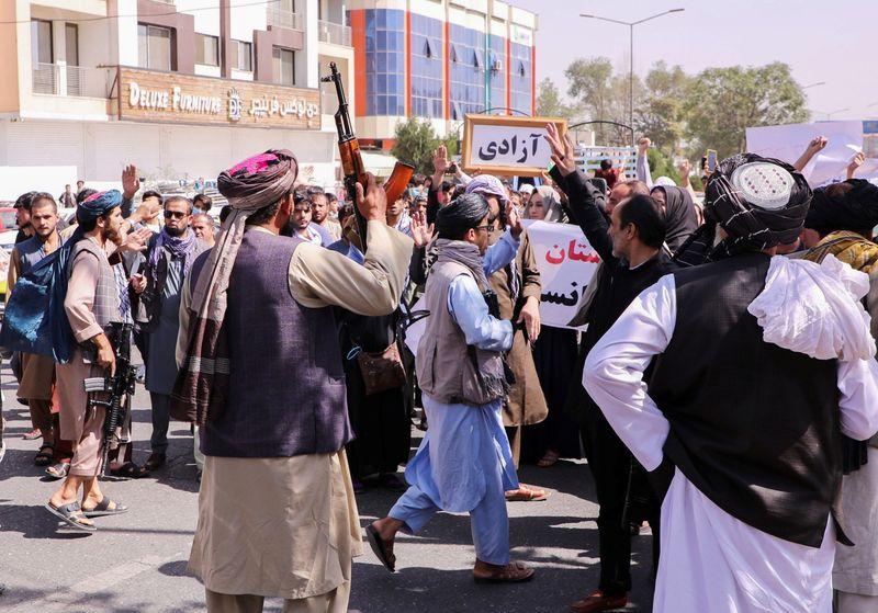 Crece la violencia de los talibanes hacia las protestas en Afganistán | Afganistán