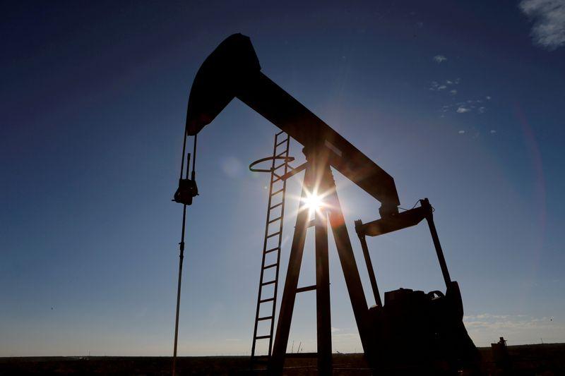 Petróleo remonta hacia 73 dólares por ajustados suministros en EEUU   Petróleo