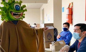 El Bicho Jujeño, el influencer que fue a votar vestido de coronavirus | Elecciones 2021
