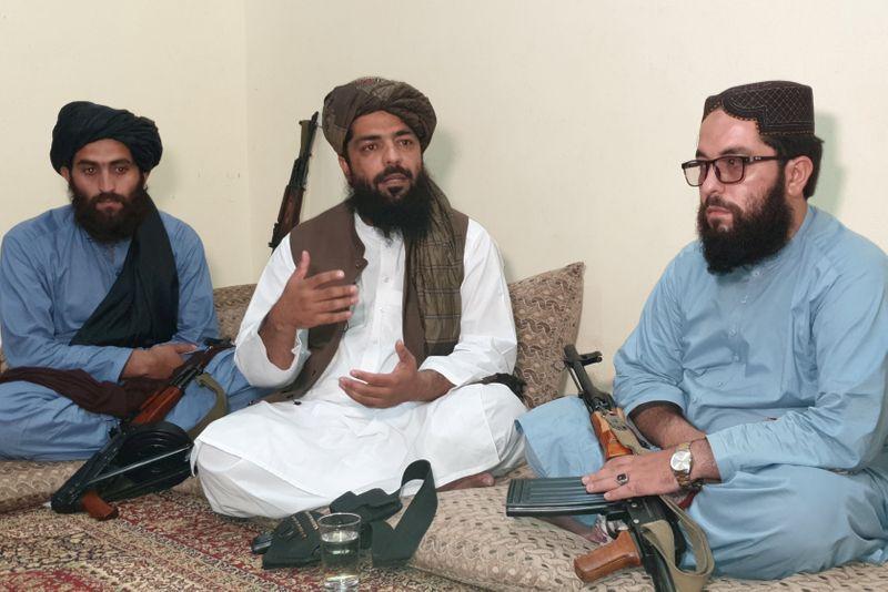 Las mujeres afganas no deben trabajar con hombres, dice el gobierno talibán | Afganistán