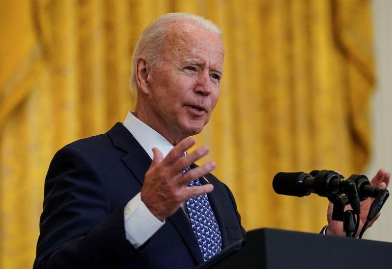 Aprobación de la gestión de Biden en su mínimo histórico   Encuestas
