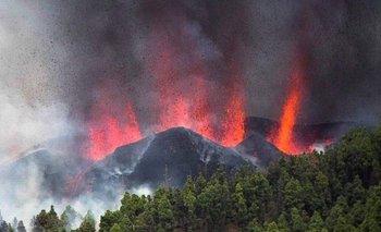 Las imágenes más impresionantes de la erupción de un volcán en Islas Canarias | España