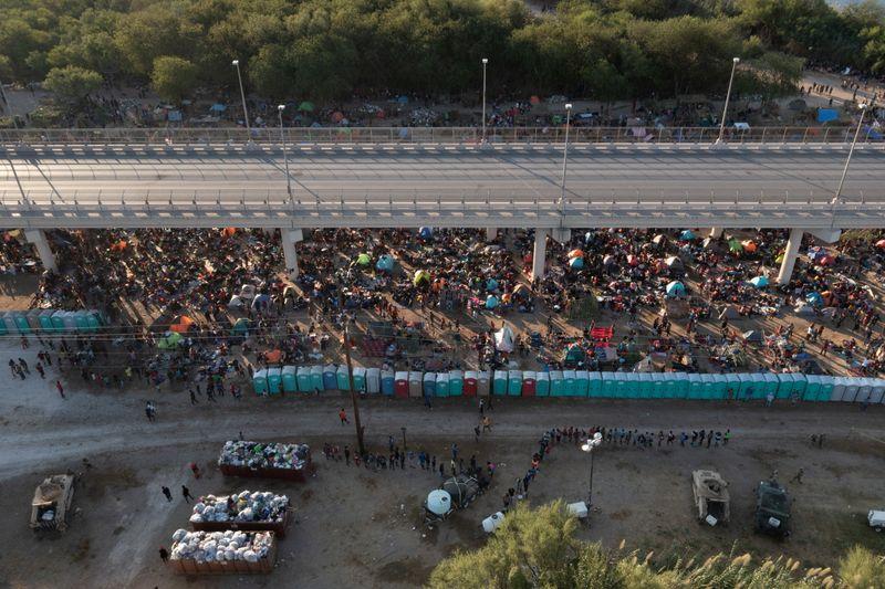 EEUU expulsa en aviones a migrantes haitianos    Inmigración