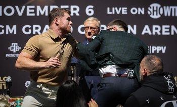 Canelo Álvarez terminó a las piñas en una conferencia de prensa | Boxeo