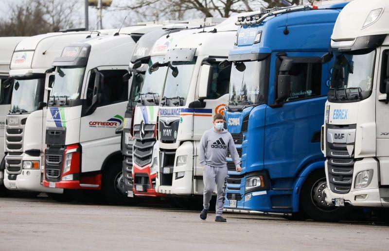 Caos en Reino Unido por la falta de conductores de camiones   Coronavirus