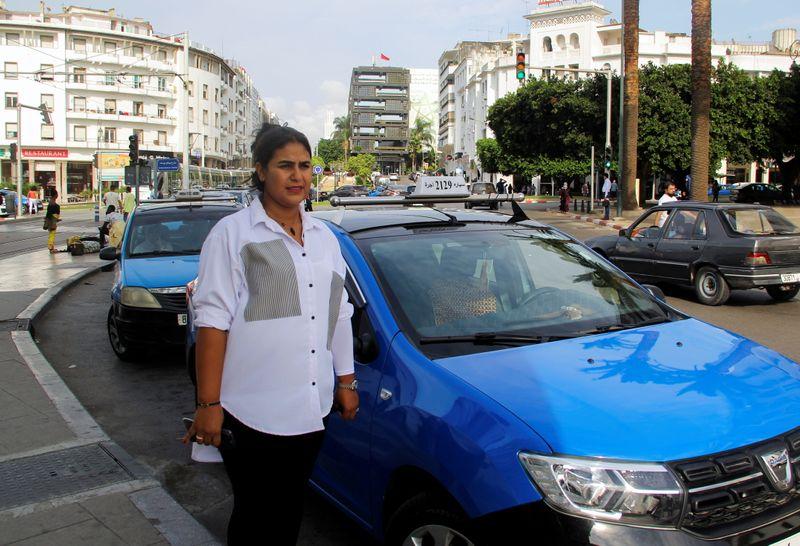 La historia de la única taxista mujer en Marruecos que rompe estereotipos   Derechos laborales