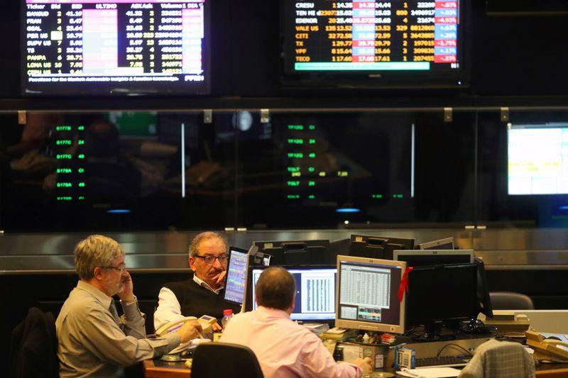 Bolsa de Argentina sube por compras de oportunidad liderada por energéticas | Bolsa