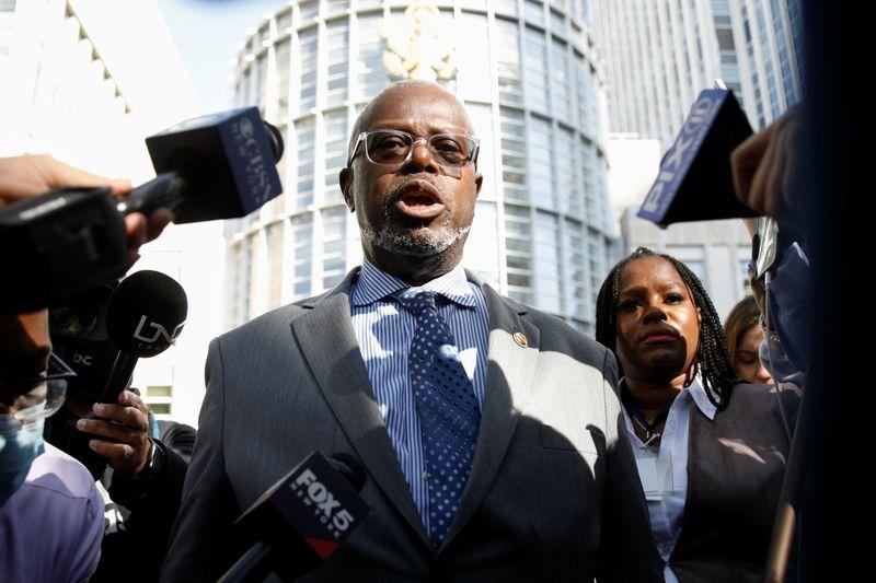 Cantante R. Kelly es condenado por tráfico sexual   Abuso sexual