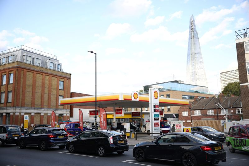 Pánico en Reino Unido por la falta de combustible: el Ejército sale a la calle | Combustibles