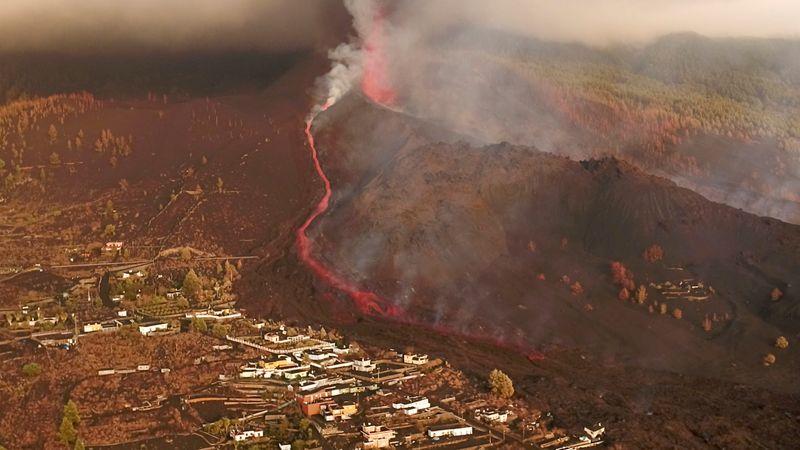 España declara zona catastrófica La Palma, azotada por el volcán | España