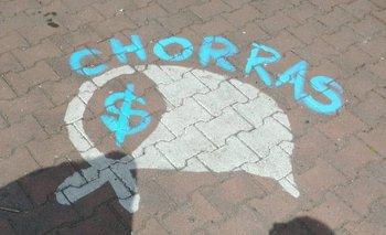 Vandalizaron pañuelos de Madres y Abuelas de Plaza de Mayo   Derechos humanos