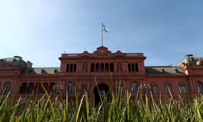 Argentina subasta letras del Tesoro por equivalente a unos 2.101 milliones de dólare   Finanzas
