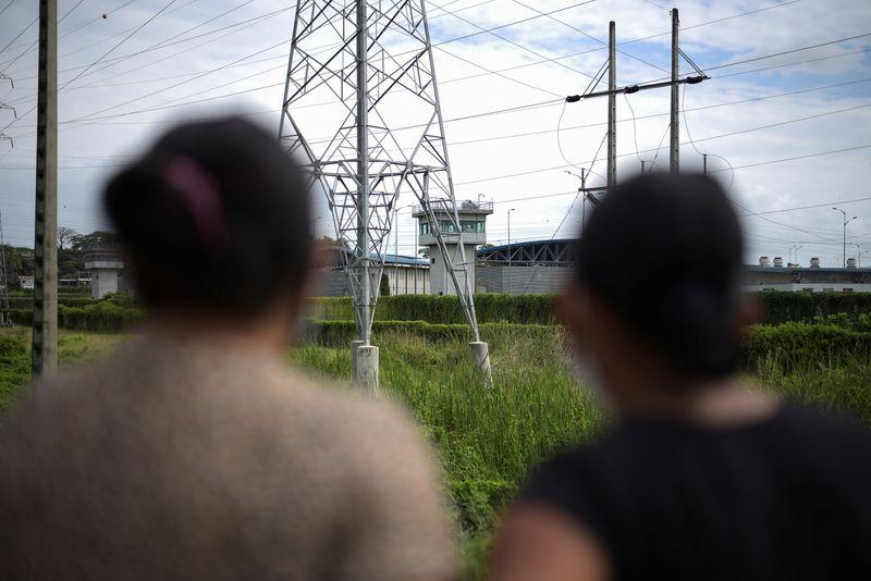 Al menos 24 presos mueren en nuevo enfrentamiento violento en cárcel de Ecuador   Ecuador