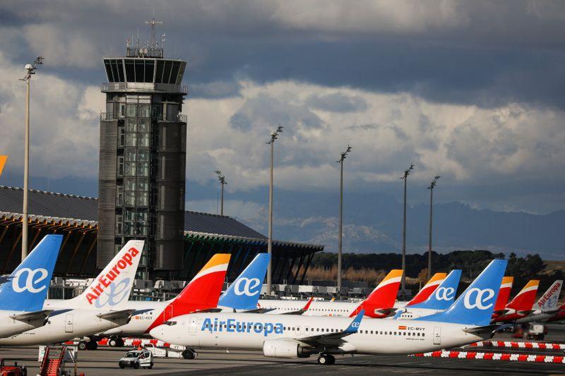 El aeropuerto español de Barajas recibirá financiación para su expansión a partir de 2027 | España