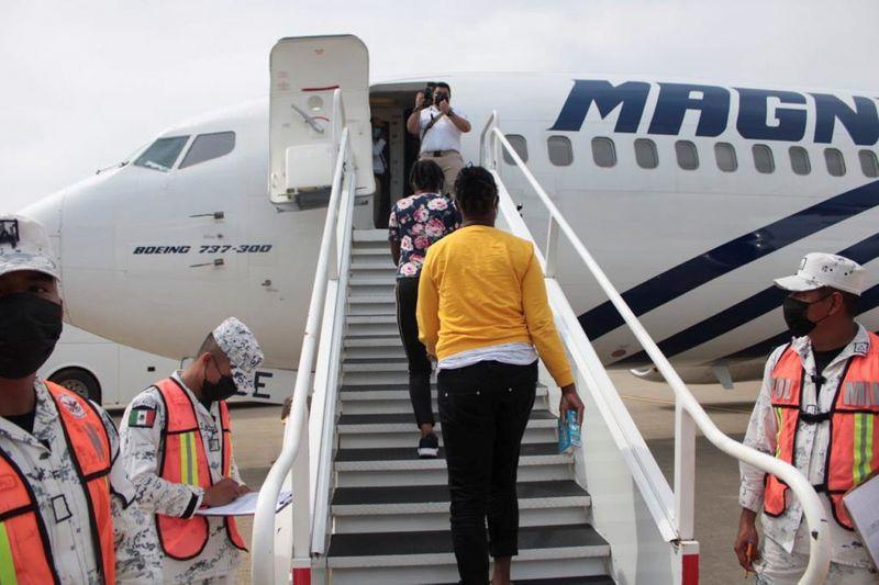 México envía 70 migrantes haitianos de regreso a casa | Inmigración